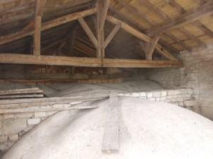 Charpente et voûte de la croisée des transepts et du choeur de l'église.