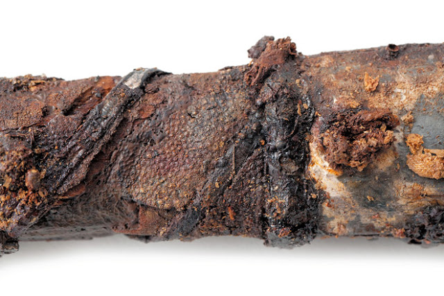 The decoration on the hilt of a sword excavated from an ancient tomb in Ebino, Miyazaki Prefecture, is considered the oldest example of ray skin-craft ever found in East Asia [Credit: Ebino city government]