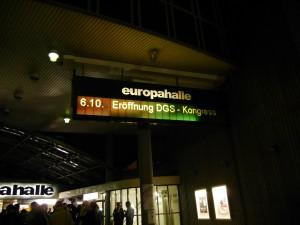 Eingang Europahalle zum 37. DGS-Kongress