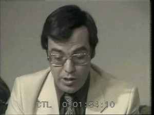Ahmed Bedjaoui présentant le Télé Ciné Club. Photogramme tirée d'une émission de 1982, où il était question de Sonate d'Automne, d'Ingmar Bergman. Une extrait de l'émission est visible ici.