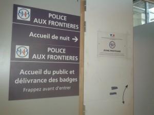Entrée du poste de la Police aux frontières à l'aéroport de Marseille © Sarah Przybyl, juillet 2014