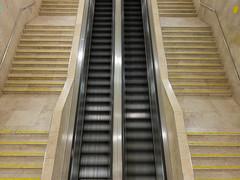 Escalator et escaliers à Lisbonne