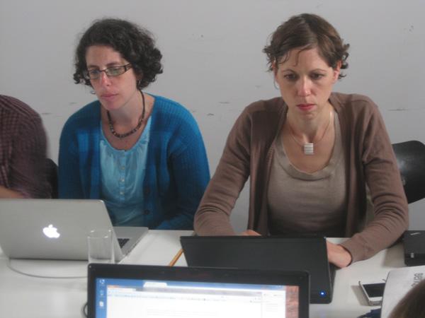 PopHistory-Bloggerinnen Glaucia Peres da Silva und Sarah Zalfen (v.l.n.r).