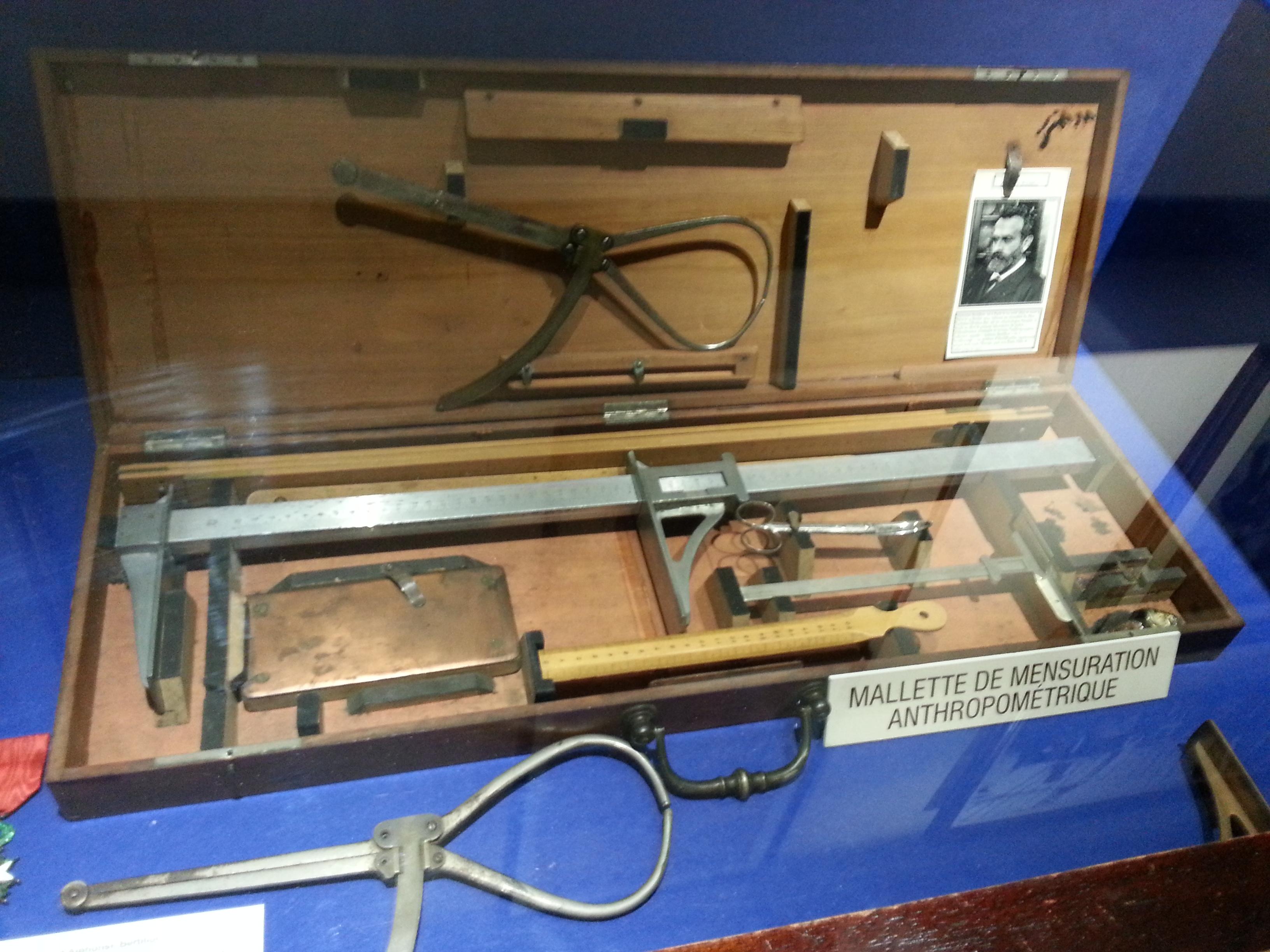 Appareil de mesure d'Alphonse Bertillon