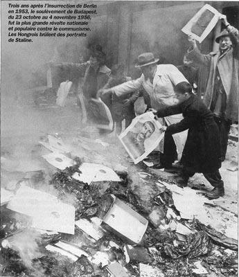 Soulevement anti-communiste. La population hongroise brûle des affiches représentant Staline.