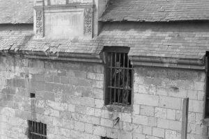 Vue sur la cellule d'un prisonnier, 1959, © Service Régional de l'Inventaire, Région des Pays de Loire.
