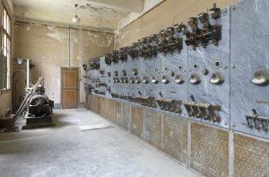Vue intérieure du transformateur de la centrale de Fontevraud, état actuel, © Service Régional de l'Inventaire, Région des Pays de Loire.