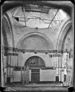 Fig. 3. Restauration de l'église abbatiale, début du xxe siècle. Cl. P. Giraud ® Région des Pays de la Loire © CCO.