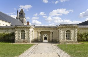 Fig. 10. Entrée de la troisième enceinte, avec les colonnes de Normand(vers1810) d'un néoclassicisme à la Claude-Nicolas Ledoux. Cl. P. Giraud © Région des Pays de la Loire.