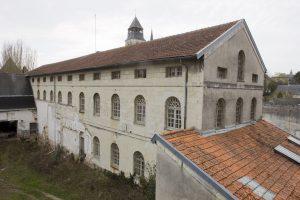 Fig. 11. L'un des bâtiments du quartier de la Madeleine, seul secteur pénitentiaire assez largement conservé. Cl. P. Giraud © Région des Pays de la Loire.