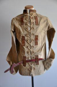 Vie en dÇtention. Camisole de force en toile et cuir. MA Laval. XIXe-début XXe siècle ©CRHCP - ENAP