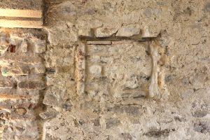 Fig. 16 Trace d'un guichet, aula carolingienne, ©Leb Communication.