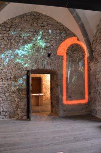 Fig. 28 Aula carolingienne, audiovisuel © Musée du château de Mayenne