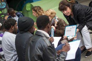 des-associations-quartier-sont-mobilisees-pour-venir-aide-refugies-quai-austerlitz-paris_1_730_400