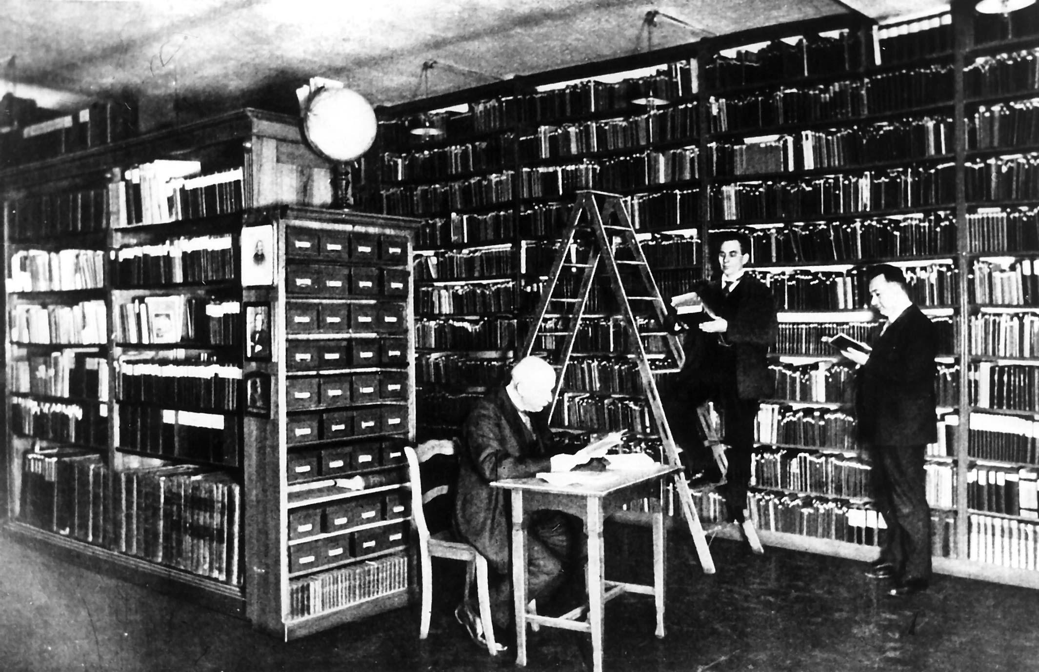 Gruppenaufnahme Parteiarchiv und Parteibibliothek