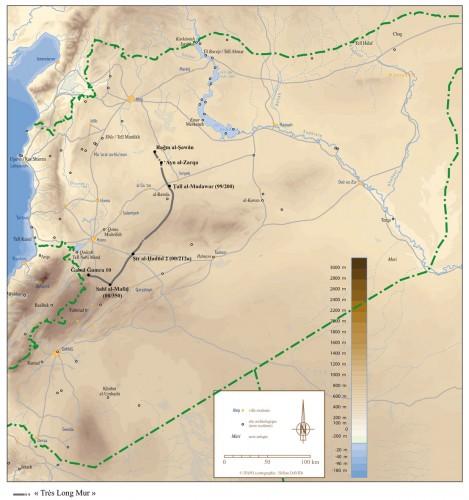 """Le """"Très Long Mur"""" dans le contexte régional (fonds de carte H. David, IFPO ; infographie G. Devilder)."""
