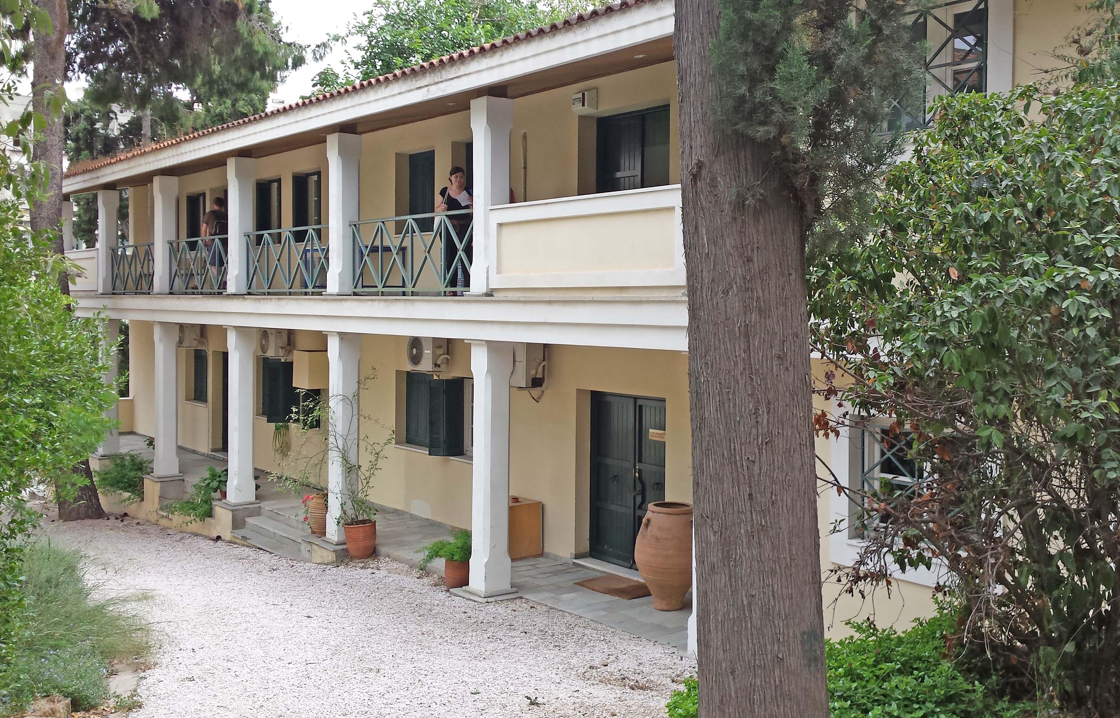 Fig. 1 : le Fitch Laboratory, dans le jardin de l'Ecole britannique d'Athènes.