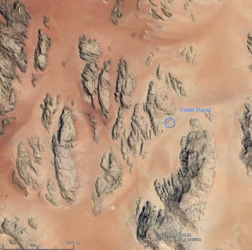 Figure 2 : localisation du réservoir dans le massif gréseux d'Umm Daraj  Image Google Earth, modifiée.