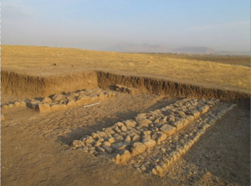 Fig. 5: Murs du bâtiment monumental du chantier B (Mission du Peramagron).