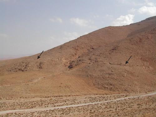 Fig.2a : Parcours du « Canal de Zenobie » sur le piémont de l'Anti-Liban et détail (clichés M. Al-Dbiyat)