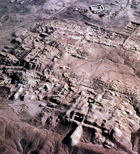 Photographie aérienne de la ville sumérienne d'Uruk (d'après le site web Friends of ASOR).