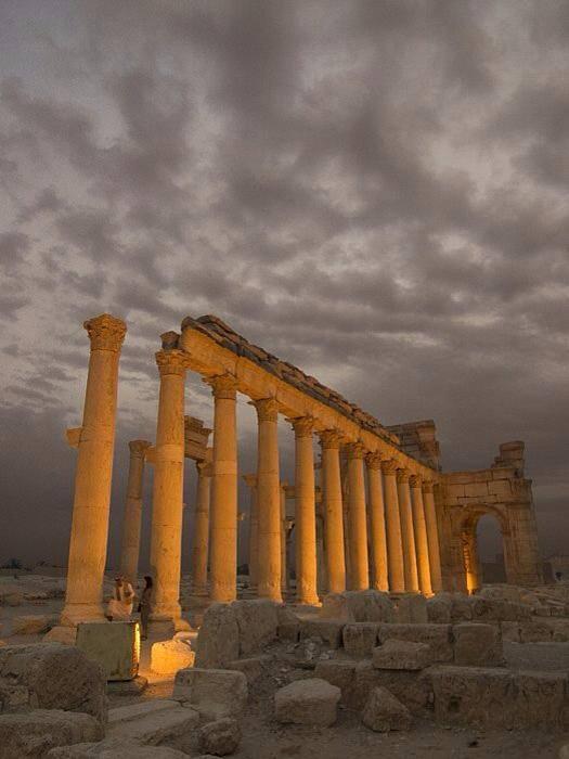 La cité antique de Palmyre sous un ciel orageux (©  Everyday Life in Syria)