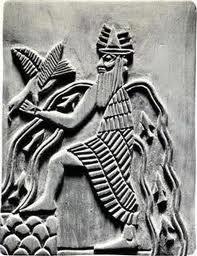 Fig. 4 : Représentation du dieu Ea, avec des eaux et des poissons jaillissant par-dessus ses épaules (Black et Green 1992 : 75)