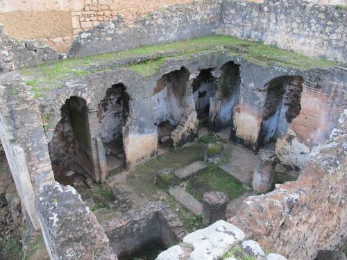 Fig. 3 : Latrines de la zâwiya-madrasa mérinide de Chella (XIVe siècle) à Rabat (cliché P. Cressier)
