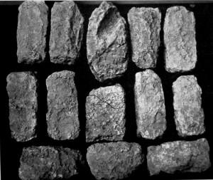 Fig. 11 : Tuttub (Khafajah, Iraq), briques plano-convexes du temple de Sin niveaux IV-V, période Protodynastique (d'après Delougaz et Lloyd, 1942, fig. 109).