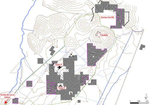 Fig. 3 : Cartes magnétiques obtenues à Pasargades depuis 1999. Les secteurs prospectés en 2015 ont été délimitées en violet. Les résultats obtenus au bas de la colline de la Citadelle révèlent l'existence de nombreux bâtiments (échelle des cartes géophysiques : -/+ 2 nT du blanc au noir). © Mission irano-française « Shiraz »
