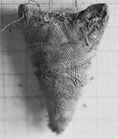 Fig.8 : Une des amulettes textiles en lin © F. Letellier-Willemin