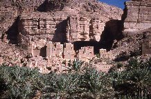 Vue d'ensemble du village de 'Awra, wâdî Dû'an, Yémen, Ḥaḍramawt 1997