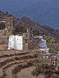 La maison du cheikh de la fraction de tribu des Banî Jûna, dans le jabal Banî Jûna, Arabie Saoudite, région du 'Asîr.1982 1982