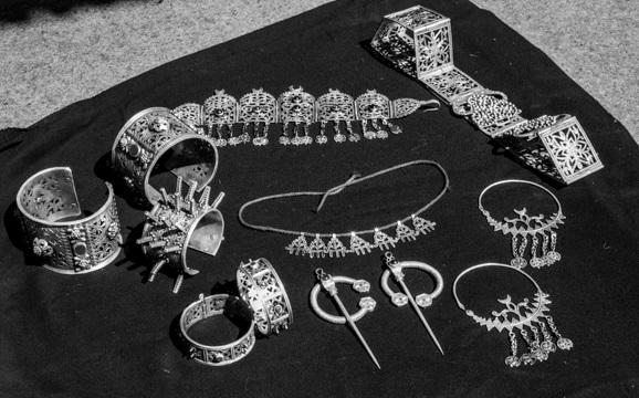 Les trésors de la médiathèque : Le dictionnaire des bijoux de l'Afrique du Nord…,