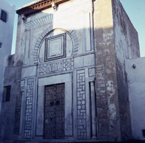 Porte d'entrée d'un ancien palais tunisien.