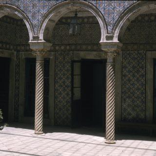 Patio du dâr Zaouche dans les faubourgs de Tunis, 1957