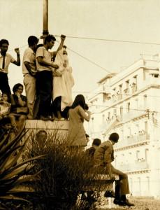 Aux portes de l'université pendant le festival panafricain, Alger 1969