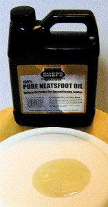 Can of Neatsfoot Oil. 2008. Credit: Montanabw,  Wikimedia Commons.