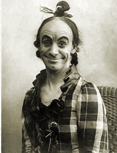 "Dan Leno as ""Sister Anne"" in a 1901 Drury Lane production of Bluebeard. Wikimedia Commons."