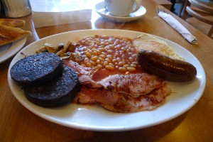 English breakfast with black pudding. Photo credit: Ewan Munro, via Wikimedia Commons.