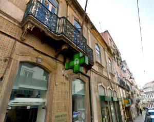 Figure 2. Farmácia Moz Teixera, on the Rua do Poço dos Negros, Lisbon.