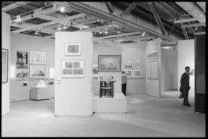 """Vue de la salle """"Architecture et arts plastiques"""" de l'exposition """"Japon des avant-gardes 1910-1970"""" - Bibliothèque Kandinsky / MNAM-CCI, Centre Pompidou."""