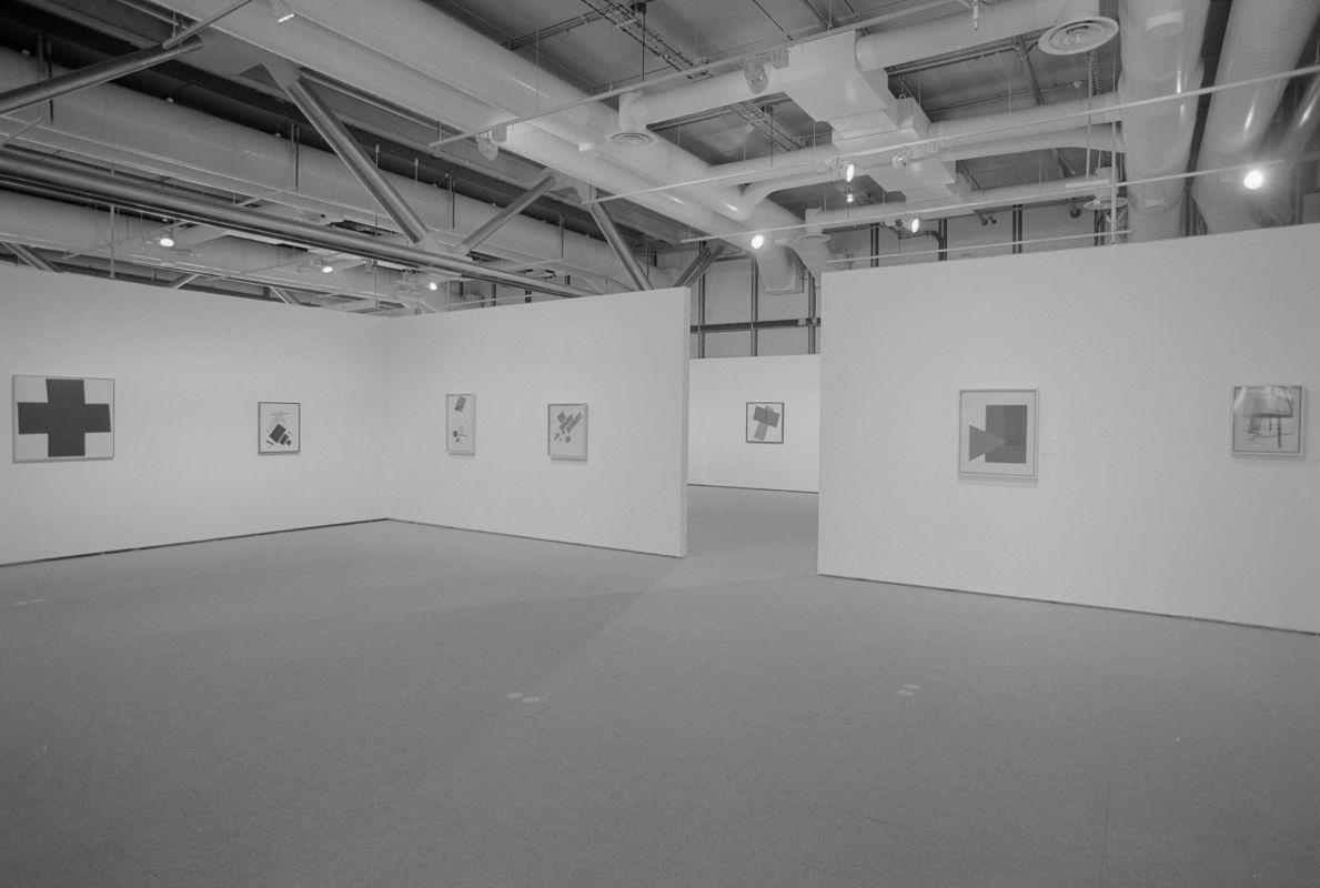 Centre pompidou histoire des expositions for Salle d exposition salle de bain