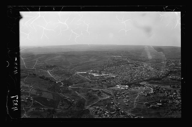 Vieille ville de Jérusalem depuis le Nord-Est montrant la route vers Bethléem (1931)