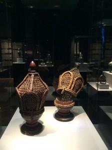 Deux brûle-parfums, bois et fibre végétale, Yémen (fin XVIIIe s.)