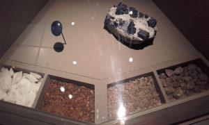 Lapis-lazuli, amphre, myrrhe, encens oliban et benjoin.
