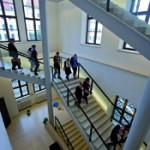 Teilnehmer/innen der DSS 2012 im Treppenhaus des Residenzschlosses, SKD