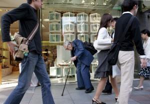 Politische Maßnahmen richteten sich eher an ältere Arbeitnehmer, die die Zeit nach der Pensionierung mit 60 Jahren bis zum Beginn der Rentenzahlungen mit 65 Jahren überbrücken müssen.