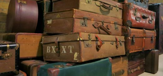 old-suitcase-1640523_1920
