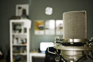 microphone-759587_1920